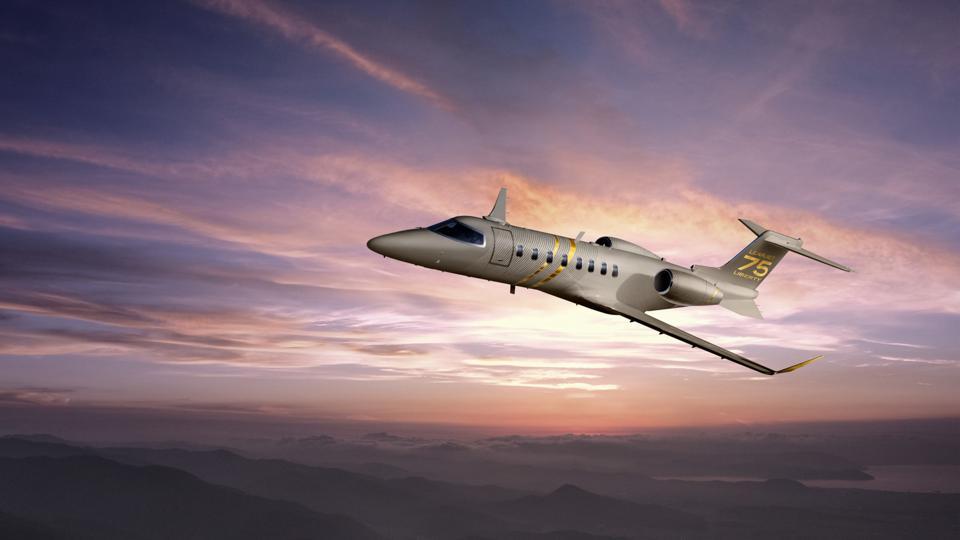 Learjet75 in flight