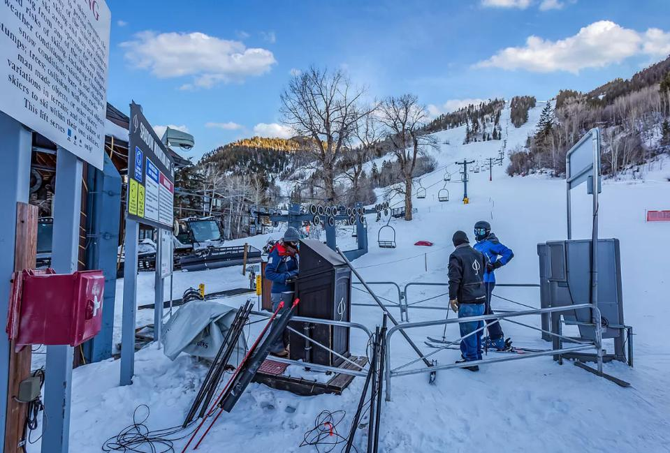 skiers near lift in aspen colorado