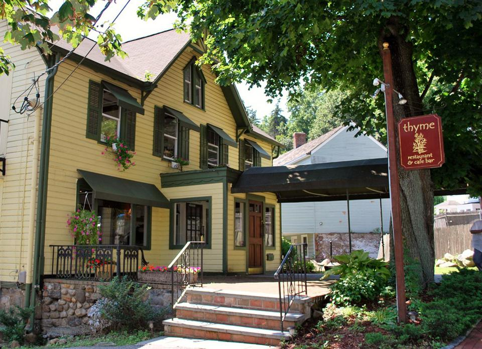 Roslyn's best eateries range in style from quaint-looking cottages to bouncing bars and steakhouses.