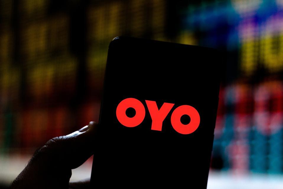 O logotipo OYO Rooms é mostrado nesta descrição da foto ...