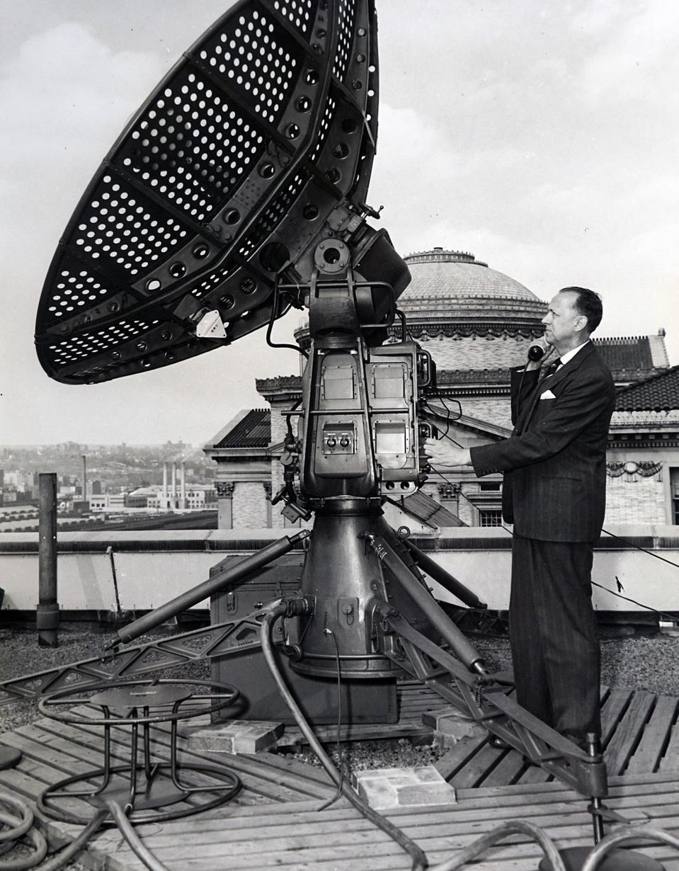 Dr. Serge A. Korff using cosmic ray antenna, 1957.