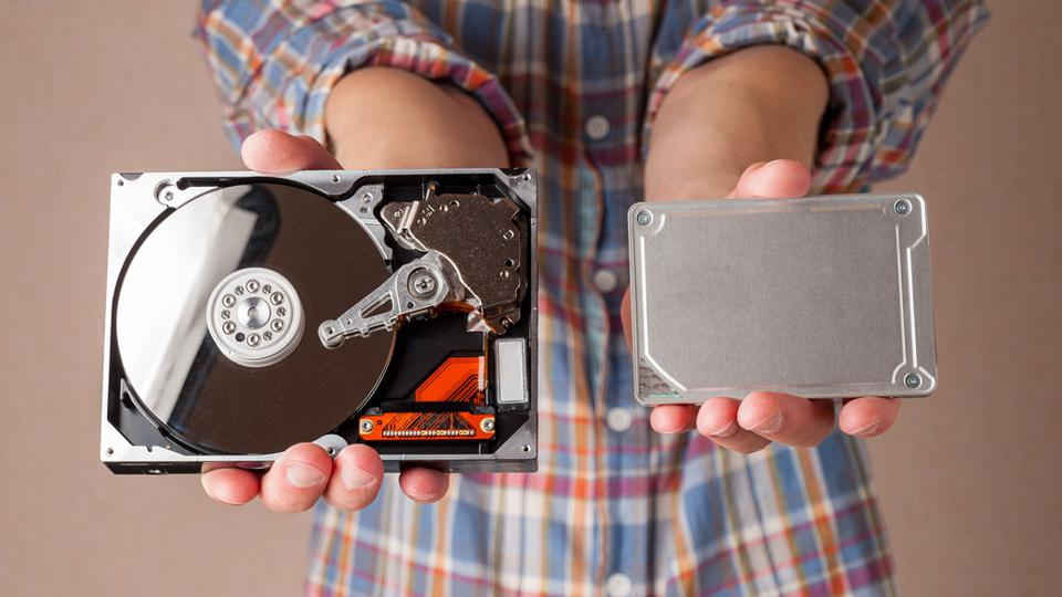 different types of computer drives, hard disk drives and SSD drives of different generations, data transfer, read and write