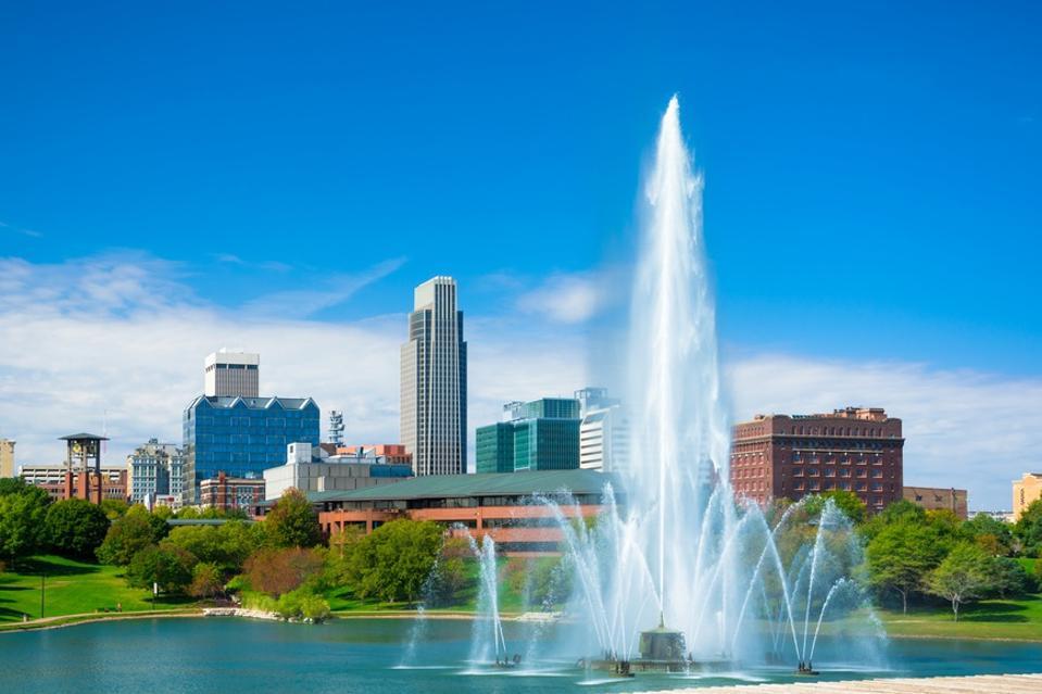 Omaha skyline with fountain and lake