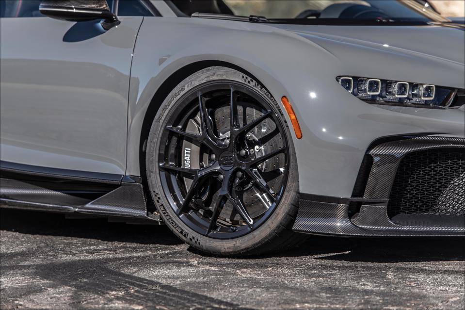 Michelin Bugatti Sport Cup 2 R tires measure 285/30R20 up front.