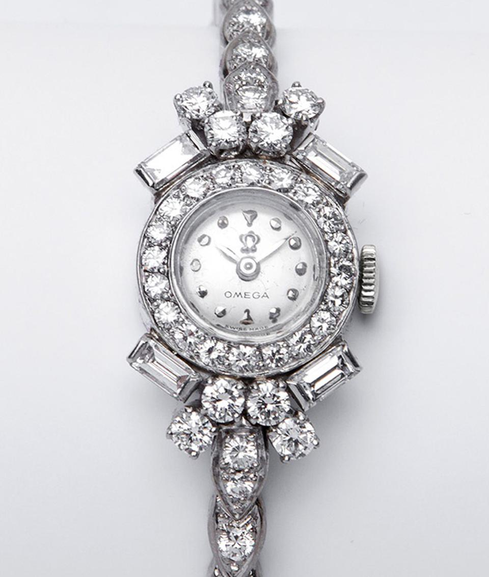 The vintage Omega Riviere worn by Nicole Kidman to the Critics Choice Awards.
