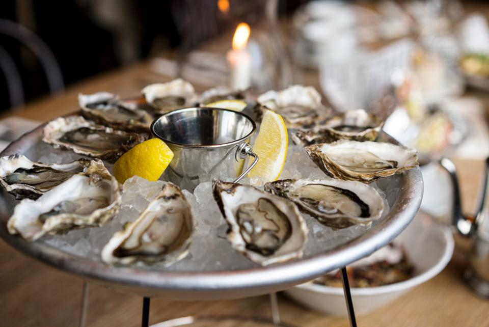 Oysters on ice with lemon