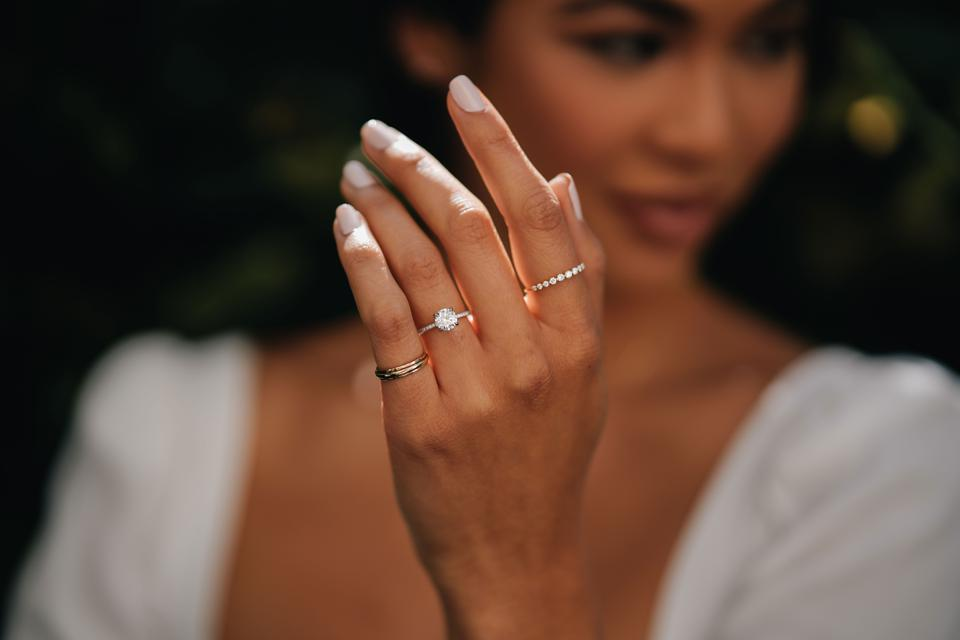 The Lexington, a timeless solitaire setting featuring a delicate band encrusted in diamonds, looks stunning with any diamond shape. Pictured here, it delivers maximum sparkle with a 1ct Round Brilliant diamond.