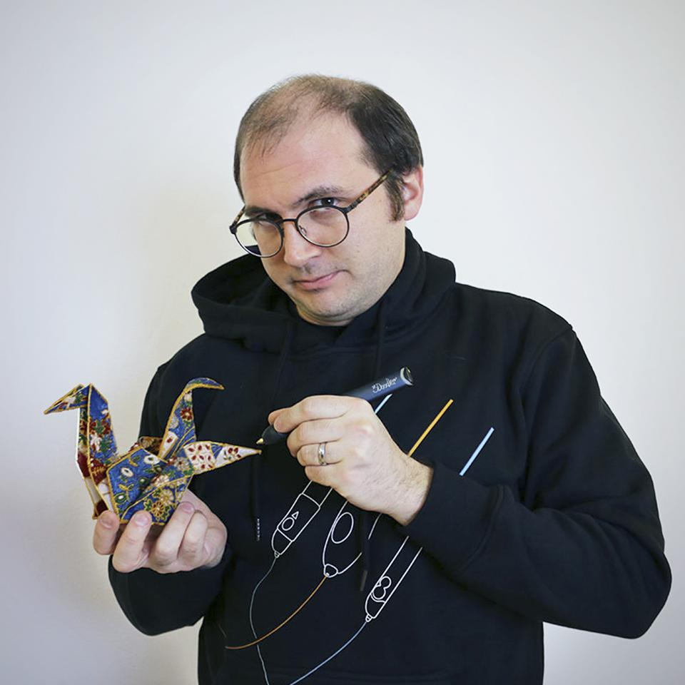 3Doodler co-founder and CTO Maxwell Bogue draws a design with a 3D pen