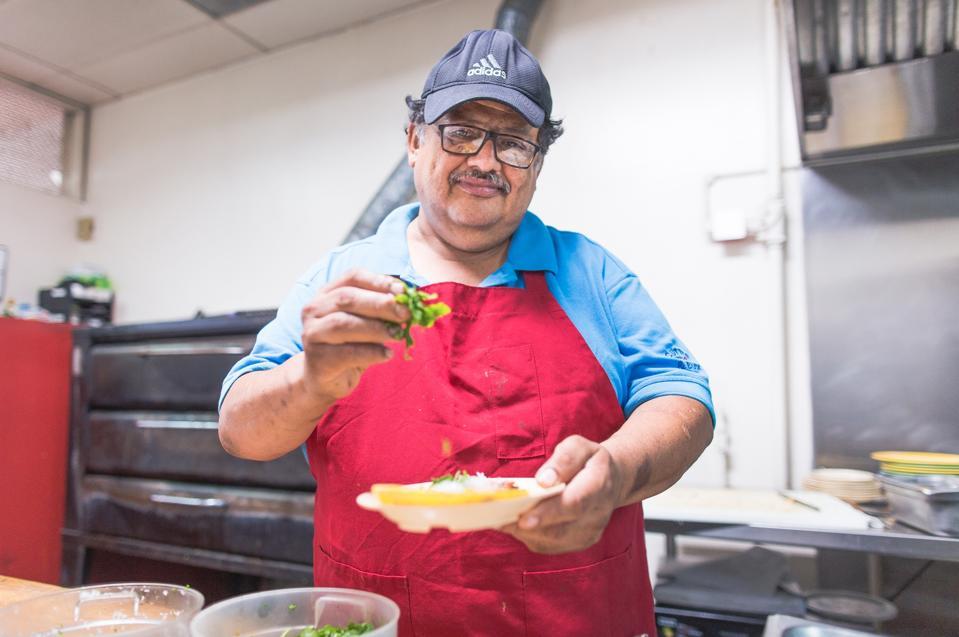 Apa LA tanpa taco? Ribuan perniagaan makanan yang diketuai oleh pendatang dapat memanfaatkan peraturan PPP baru.