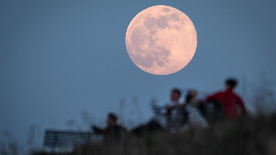 A ″super moon″ is a full Moon close to its perigee, the point in its orbit that's closest to the Earth.