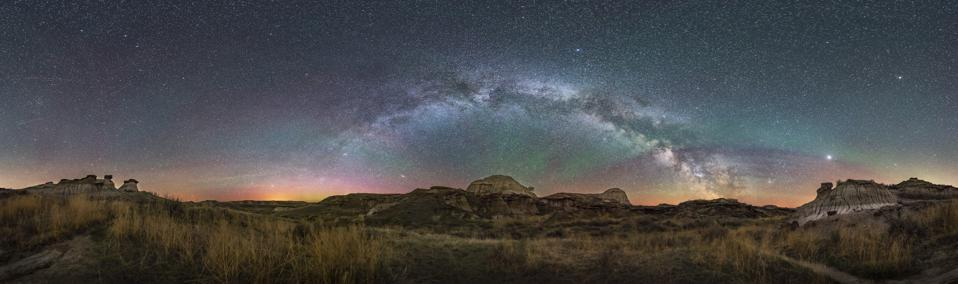The arch of the northern spring Milky Way across the eastern sky