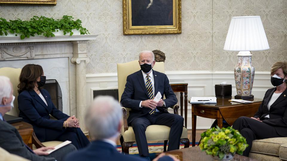 President Biden Discusses Supply Chains With Bipartisan Group Of Senators