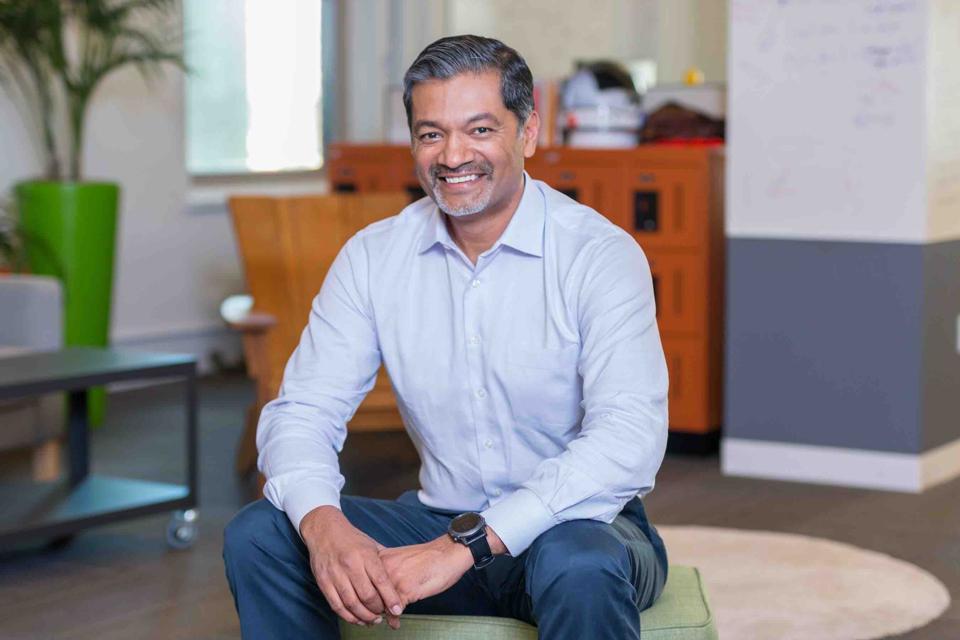 Dev Ittycheria, CEO, MongoDB seated
