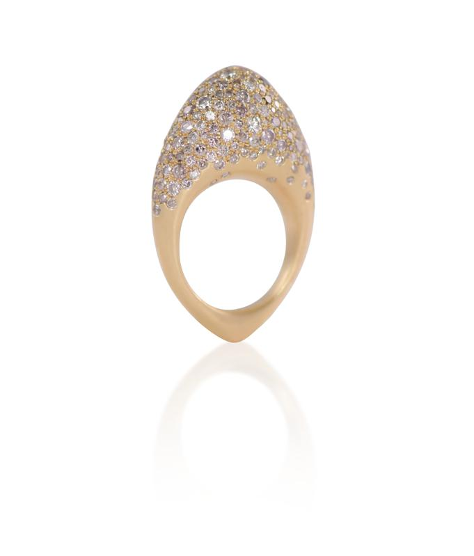 The Blast ring by Nada Ghazal, in 18k yellow gold and champagne diamonds, is an elegant reminder of the resilience shown after the explosion in the port of Beirut in August 2020.