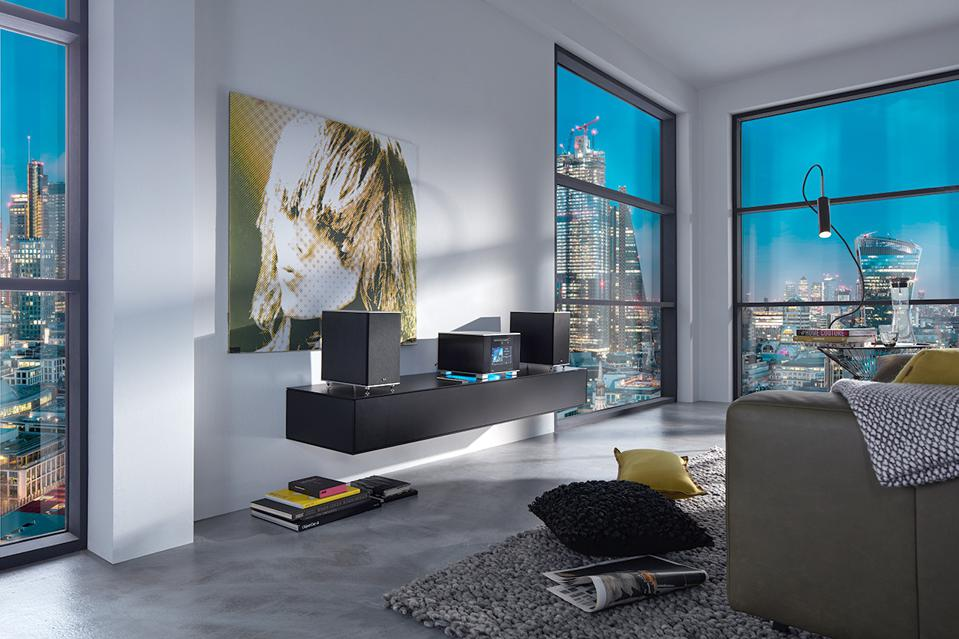 Living room with T+A Caruso R