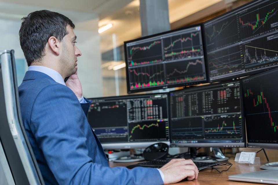 Stock broker trading online watching charts