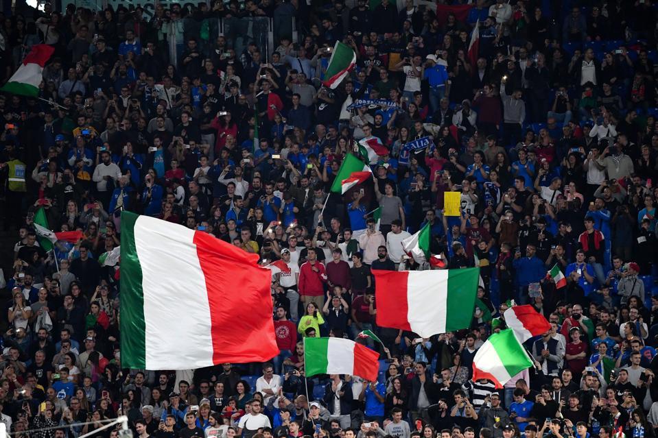 FBL-EURO-2020-ITA-GRE-QUALIFIER-FANS