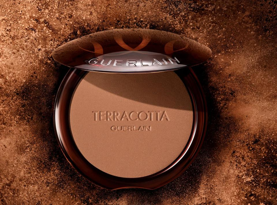 a brown coloured compact mirror powder in bronze colour which says Terracotta