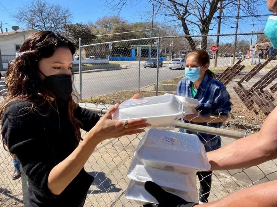 Actor and producer Eva Longoria, a San Antonio native, volunteers to deliver prepared meals in the city's District 5.