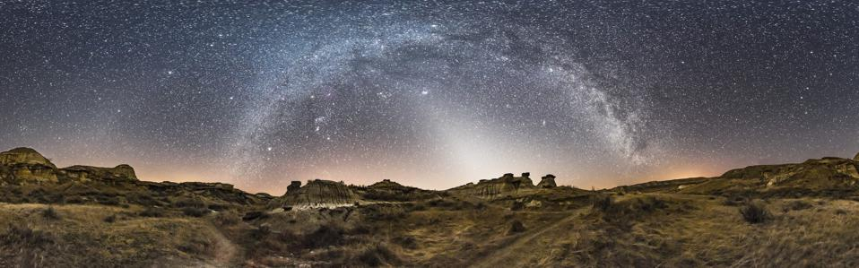 The zodiacal alight over Dinosaur Provincial Park