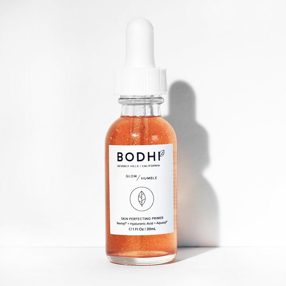 A lightweight serum to provide an optimal glow while rejuvenating the skin. To be worn alone as your daily routine or under makeup