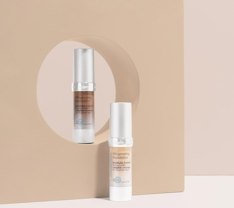 Oxygenating Foundation breathes, protects, and heals as you wear it. And by using a unique aloe vera base, this foundation is both antibacterial and soothing.