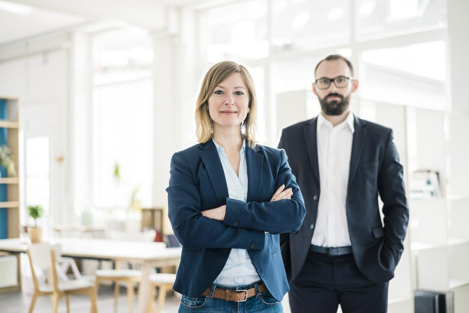 How Men Benefit from Close Relationships with Women at Work