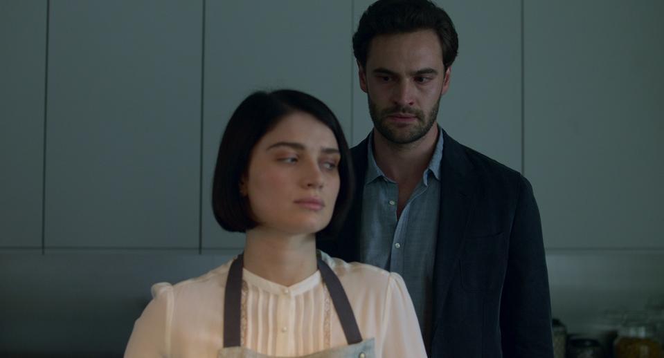 Eve Hewson and Tom Bateman in 'Behind Her Eyes' on Netflix.