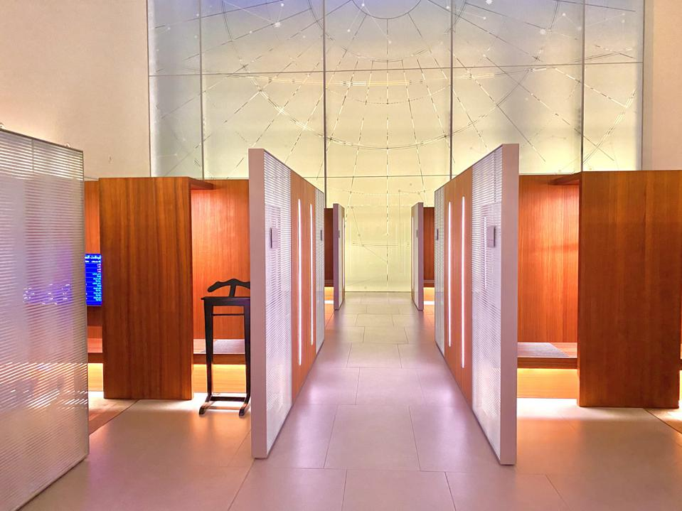 private luxury sleeping pods for travelers in transit during the coronavirus pandemic