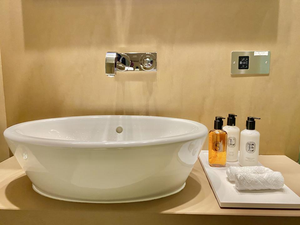 expensive luxury bath products at business class lounges for premium privileged travelers