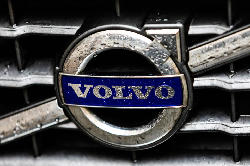 Sweden's Volvo will move to an online sales model and only sell electric cars by 2030