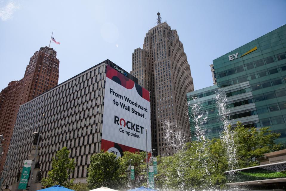 Dan Gilbert'sRocketCompanies Opens Higher in Muted IPO Debut