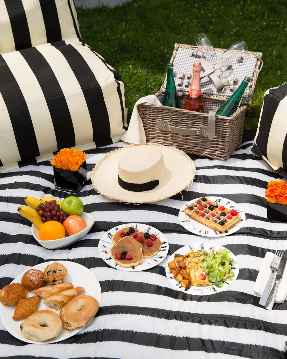 A romantic picnic lunch in Central Park, New York.