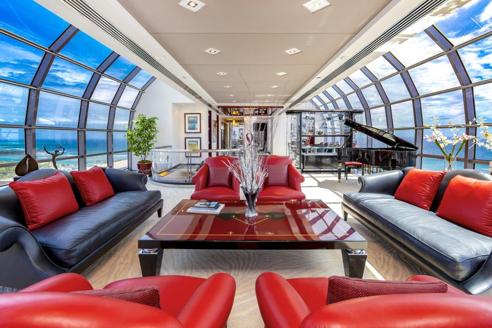 curved glass walls inside honolulu apartment for bruce stark 415 South St #4502