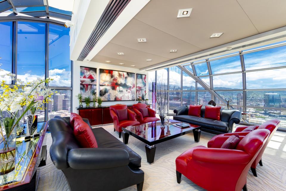 atrium living room inside luxury honolulu penthouse at 415 South St #4502