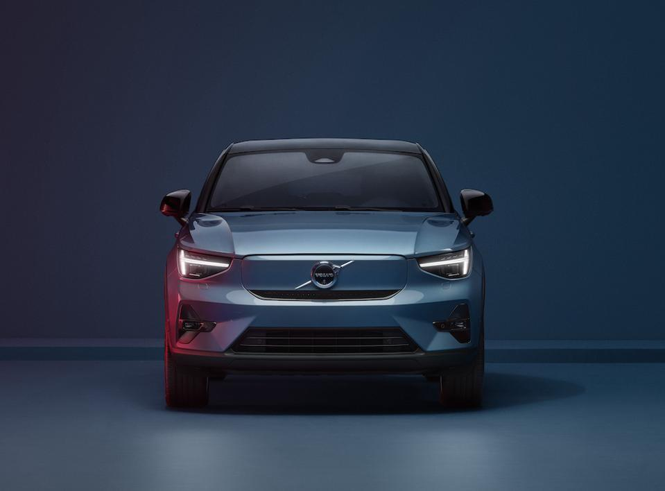 The Volvo C40 light area has been redesigned and the grille frame removed