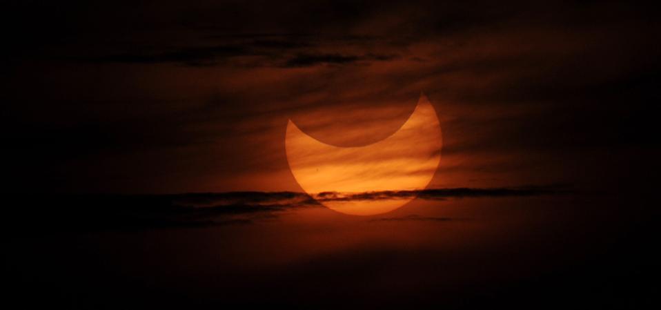 Μερική ηλιακή έκλειψη όπως φαίνεται κατά τη διάρκεια του s