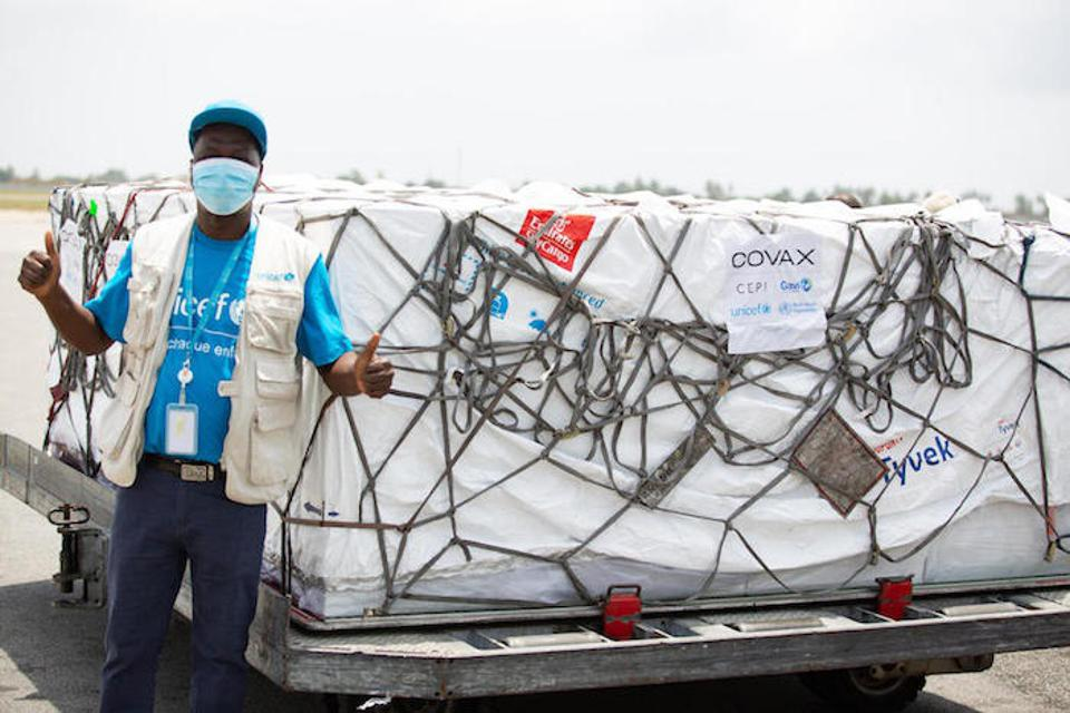 UNICEF supply officer Mohamadou Sy helped coordinate delivery of COVID-19 vaccine doses at the airport in Abidjan, Côte d'Ivoire on February 26, 2021.