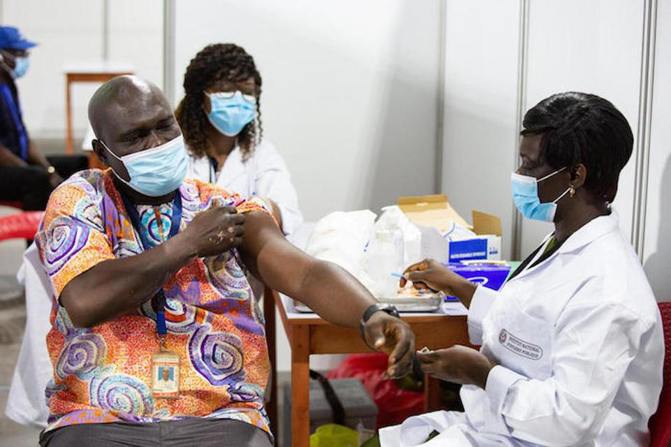 Health worker Phénix Azian pulled back his sleeve to receive the COVID-19 vaccine in Côte d'Ivoire on March 1, 2021.