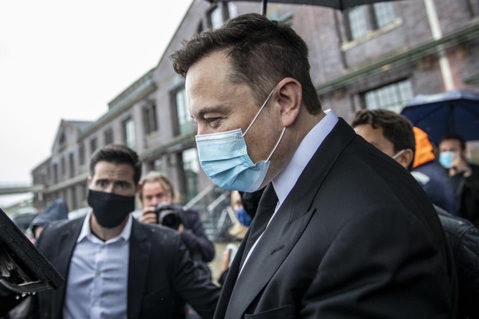 'Doge Meme Shield'—Tesla Billionaire Elon Musk Is No Longer Boosting His 'Fav' Bitcoin Rival Dogecoin