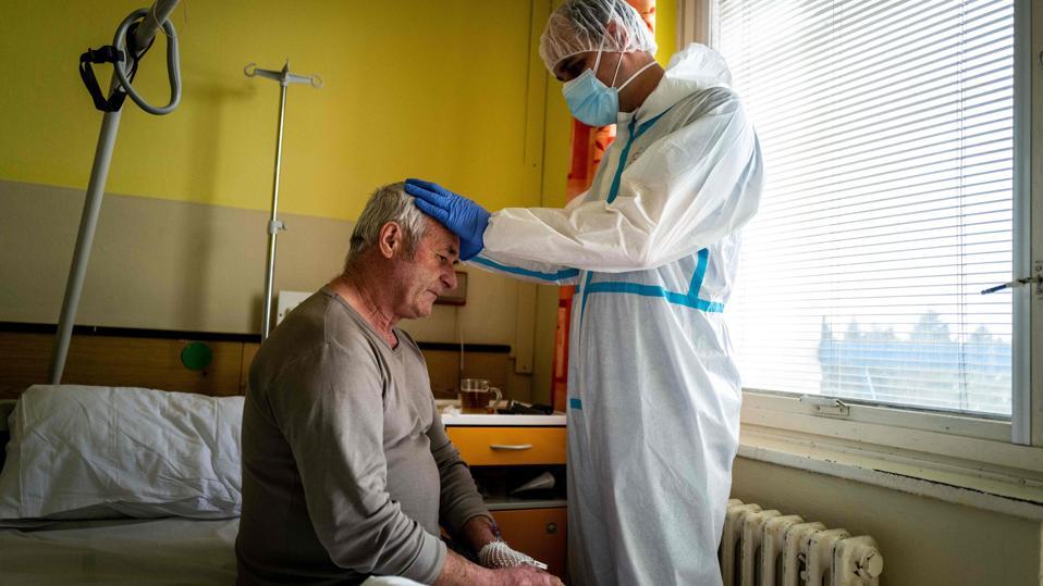 TOPSHOT-SLOVAKIA-HEALTH-VIRUS