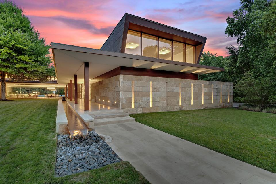 Contemporary luxury home