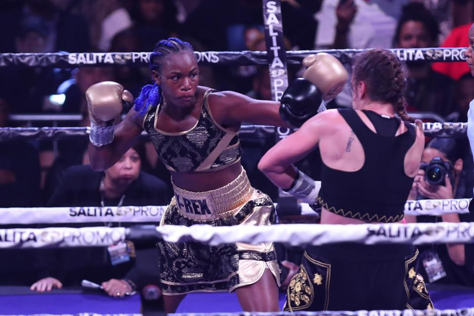 Claressa Shields vs Marie-Eve Dicaire odds purses records prediction