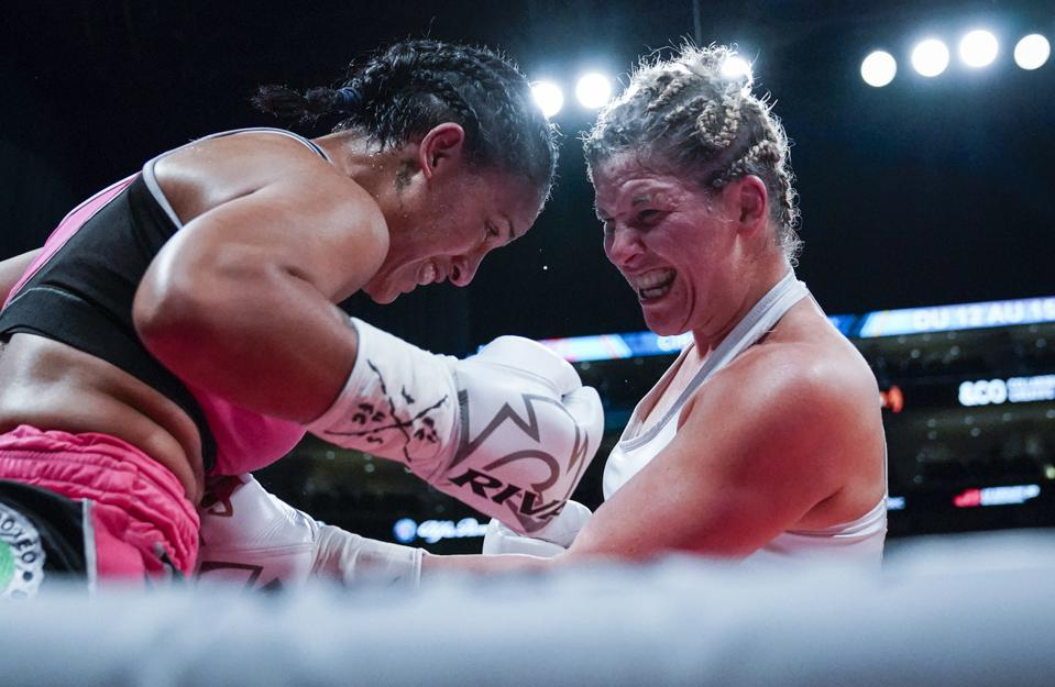 Marie-Eve Dicaire vs Claressa Shields odds purses records prediction