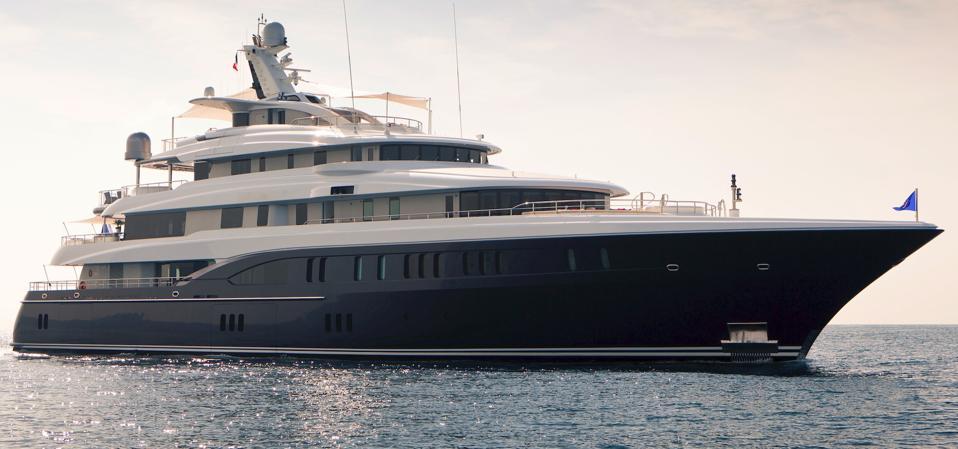 M/Y Arience at anchor