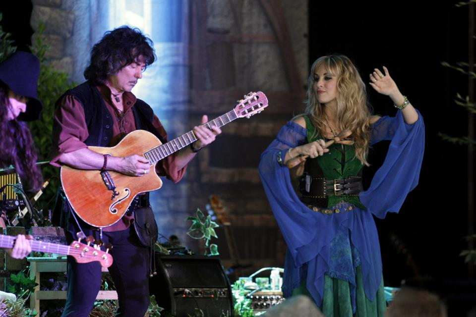 Blackmore's Night - Band, Renaissance-inspired folk, GB - Ritchie Blackmore (guitar) and Candice Night (vocals) performing in Bonn, Germany, Museumsmeile