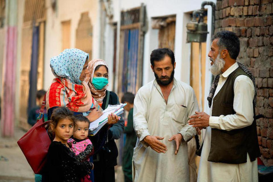 Women vaccinators go door-to-door in Lahore, Pakistan, speaking with parents about the importance of vaccinating their children.