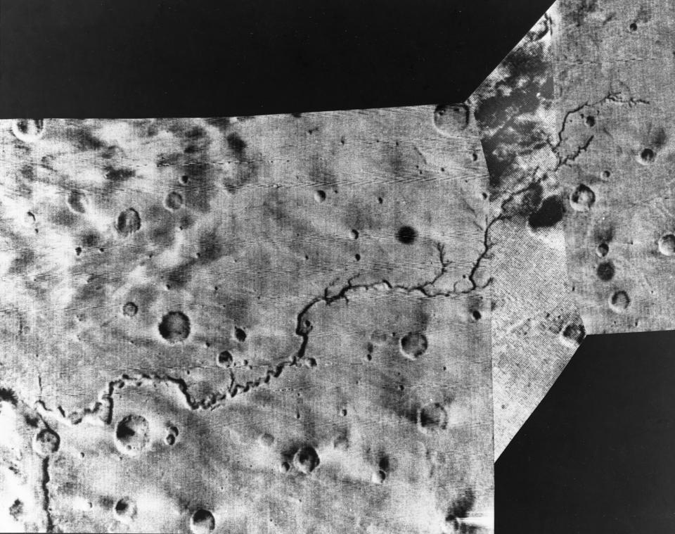 Meande Ring, a river on Mars, taken by Mariner 9