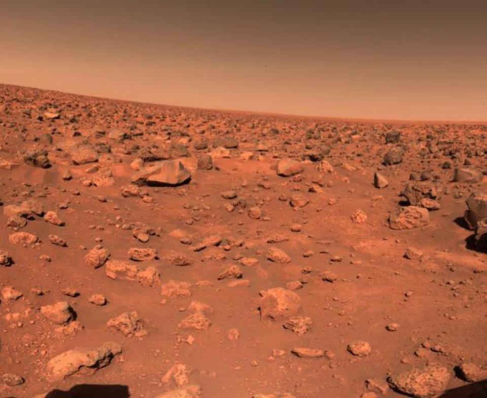 First image from Viking 2, 4000 miles away from Viking 1, with remarkably similar terrain.