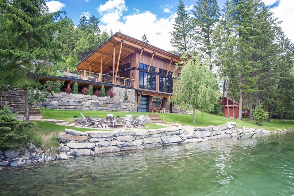 exterior of luxury home 516 Glen Lake Drive Eureka, MT